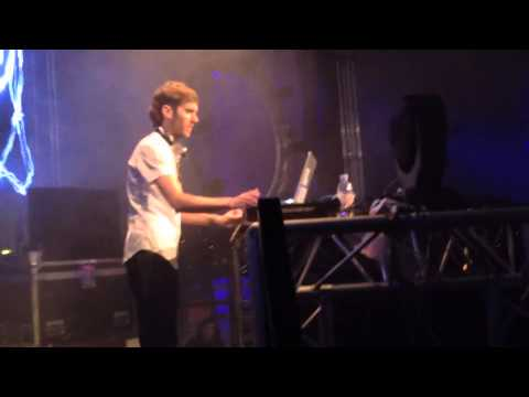 "OVERWERK Live @ Gala Centrale Paris - Playing ""Relapse"""