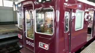 この列車は2便目の西宮北口行き阪急今津線各駅停車です。この駅を出発...