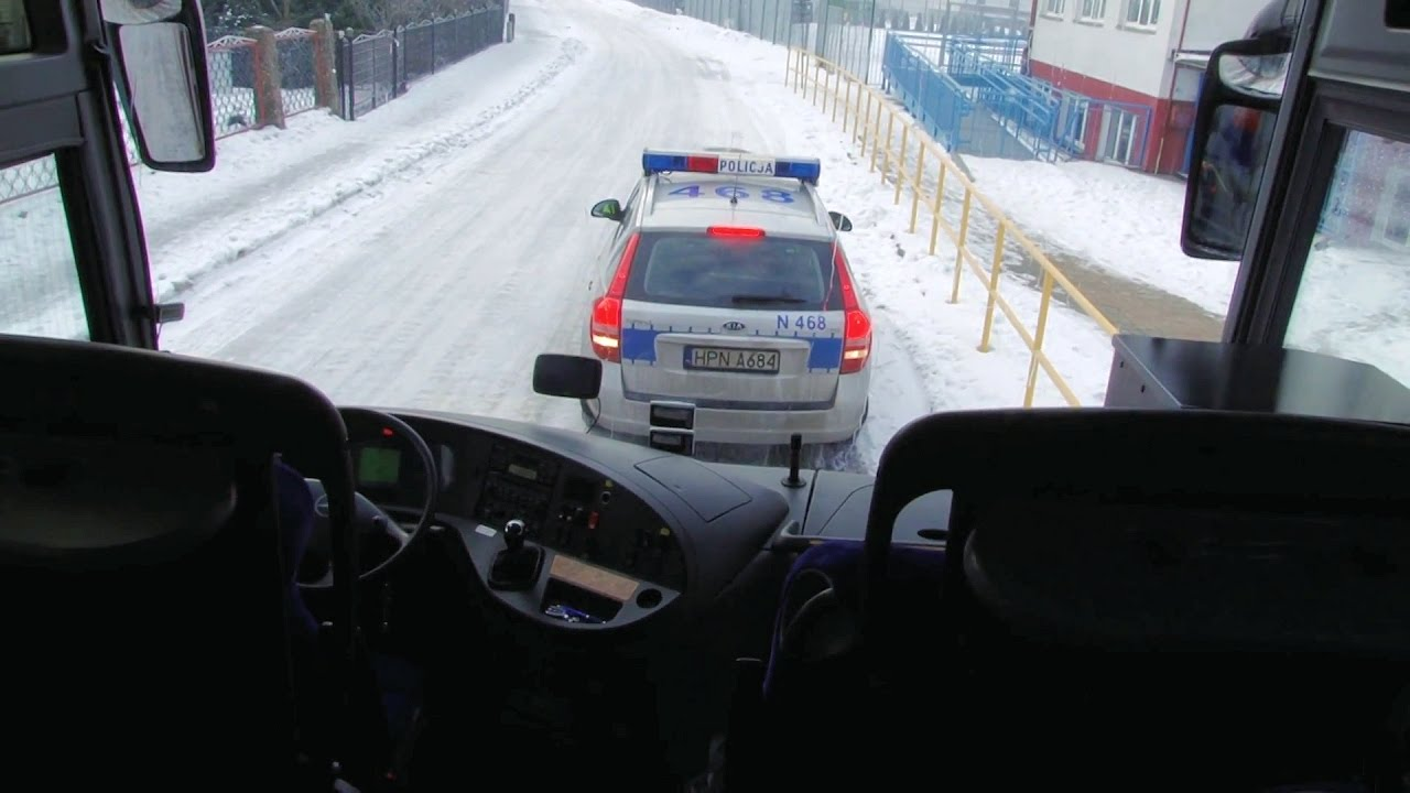 Policja kontroluje autokary, by dzieci bezpiecznie wróciły z ferii