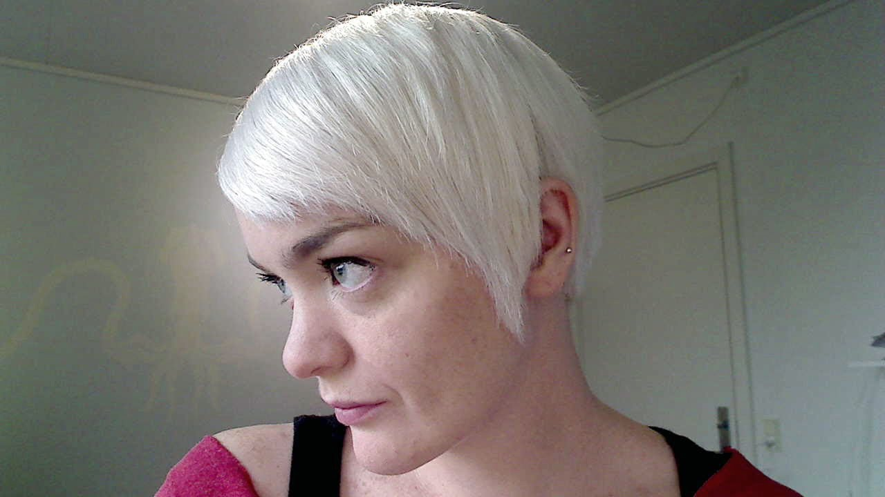 Hair on a Budget - Making White Toner Using Manic Panic\'s \