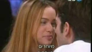 רן דנקר ואגם רודברג מתנשקים