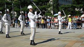 Taipei, Taiwan 忠烈祠-海軍儀隊-禮兵交接-特技槍法^^