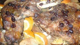 Запекаем мясо дикого кабана с яблоками и клюквой