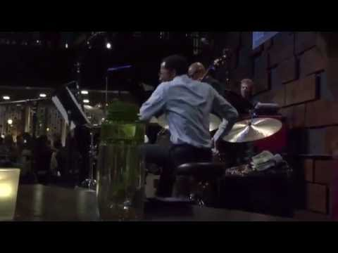 "Brian Blade drum solo w/ Chick Corea & Christian McBride ""Fingerprints"" @ Jazz Bistro, St. Louis, MO Mp3"