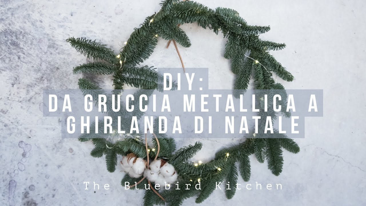 Albero Di Natale Kitchen.Diy Da Gruccia Metallica A Ghirlanda Di Natale The Bluebird Kitchen Youtube