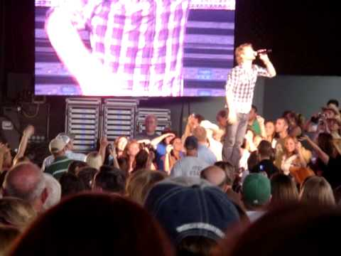 Dierks Bentley Feel That Fire,What was I thinkin, LIVE at DTE Energy theatre Clarkston Michigan