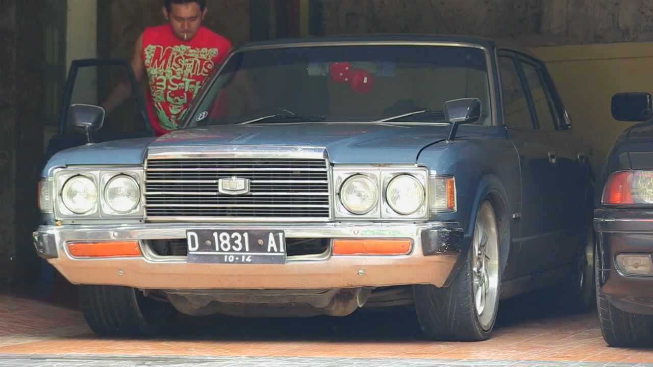 Toyota Crown 1978 With Rocks Exhaust Sound Youtube