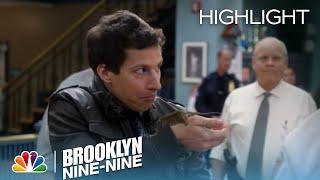 Brooklyn Nine-Nine - Holt Calls out Jake for His Dirty Locker (Episode Highlight) screenshot 3