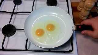 Как приготовить классическую яичницу глазунью