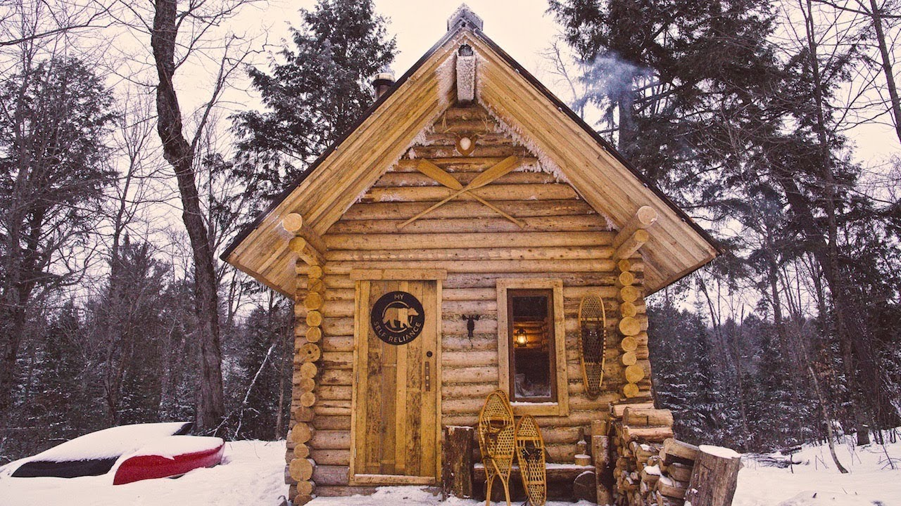 log-cabin-primitive-clay-daub-and-wood-fired-cast-iron-pizza