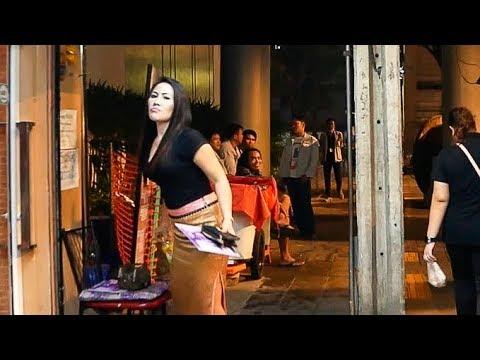 Sukhumvit Road Night Walk - Bangkok, Thailand