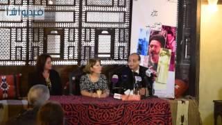 بالفيديو : نجوم الفن فى حفل تكريم نور الشريف وافتتاح معرضه فى بيت السناري