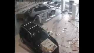 Crazy russian driver smashed Nissan showroom, on his Suzuki  Недовольный водитель(, 2012-04-10T12:49:58.000Z)