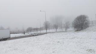 Te invito a caminar en las calles de Glasgow Scotland UK en un día con  nieve y si hacemos un muñeco