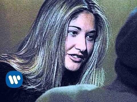 Ella Baila Sola - Amores De Barra [Official Music Video]