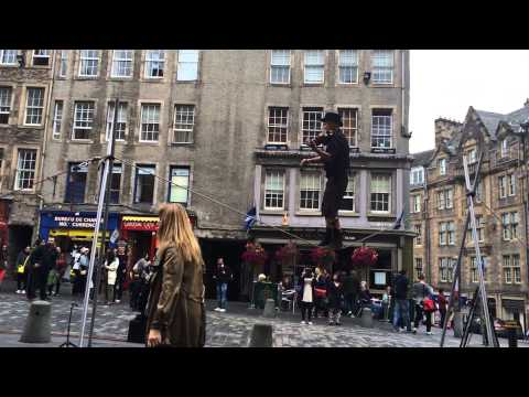 Fiddling Tightrope walker, Edinburgh