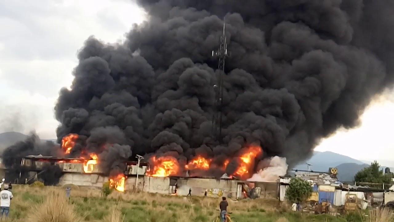 65f2c2c1676 Incendio en ocoyoacac fabrica de colchones. - YouTube