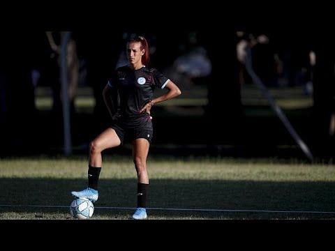 شاهد: أول لاعبة متحولة جنسيا في العالم توقع عقدا مع نادي لكرة القدم النسوية…  - 10:00-2020 / 2 / 15