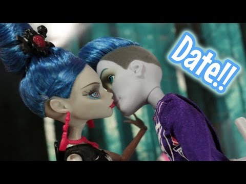 Monster High : Ghoulia and Slo Mo First Dating Drama : Stop Motion