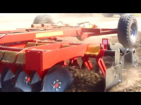 Работа бороны дисковой БДМ-В КОРТЕС® 3,6х2 ВКДР производства БДТ•АГРО с трактором Нью Холланд 6090 (180 лс)