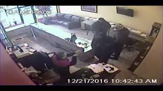 أمريكا.. السجن لـ3 أشخاص تنكروا في «زي عربي» لسرقة محل مجوهرات