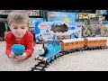 Gambar cover Lionel Thomas & Friends Ready-To-Play Train Set Unboxing, Build, Play