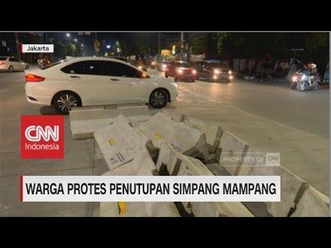 Warga Protes Penutupan Simpang Mampang