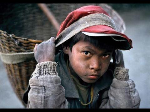 أخبار عربية وعالمية - عمالة الأطفال صراع بريء في عالم عنيف  - 14:22-2017 / 6 / 12