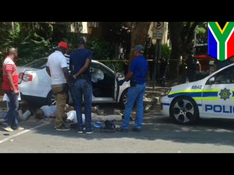 High Speed Chase: video shows dramatic police chase of car thieves in Johannesburg