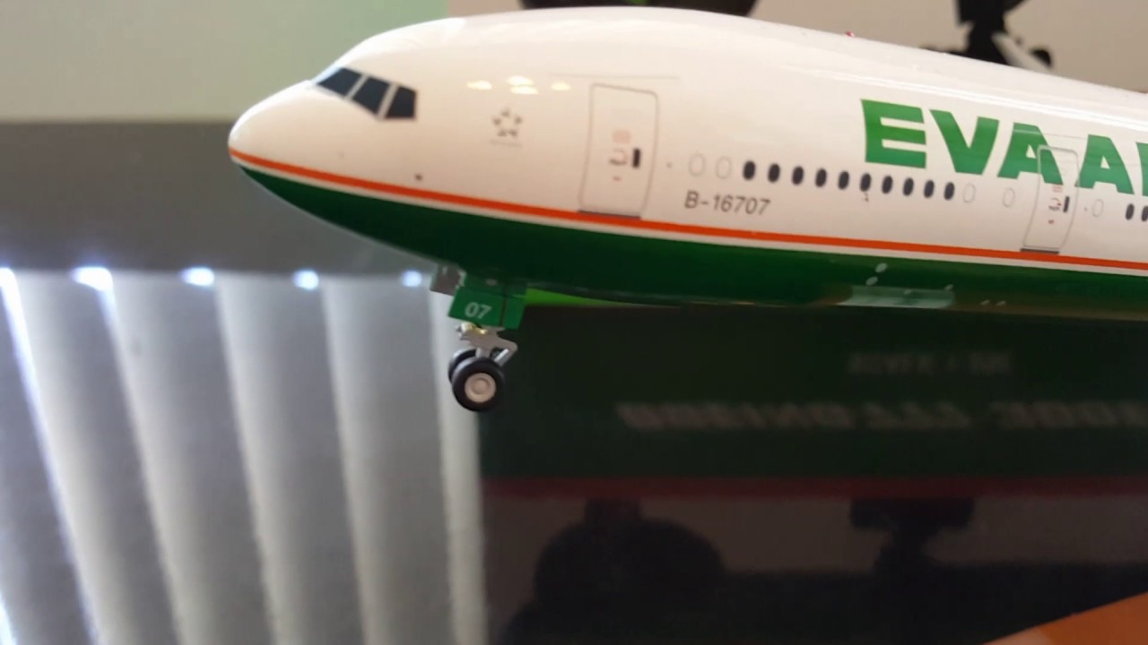 5fae31dec JC Wings 1:200 EVA Air 777-300ER B-16707 unboxing and review - YouTube
