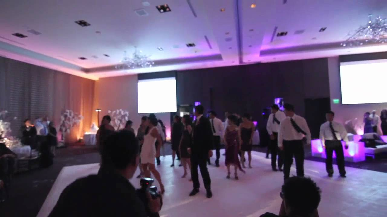 Surprise Wedding Dance To Michael Jackson THE BEST WEDDING SURPRISE FLASH DANCE EVER