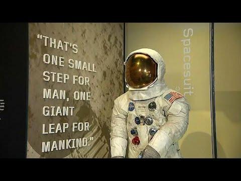 عرض بزة أرمسترونغ بمناسبة مرور 50 عاماً على رحلة أبولو 11 إلى القمر…  - نشر قبل 6 ساعة