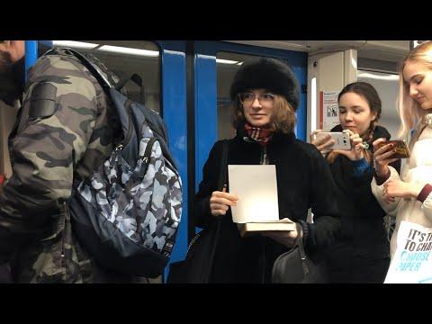 Студенты Школы Дизайна НИУ ВШЭ устроили скетчинг в метро