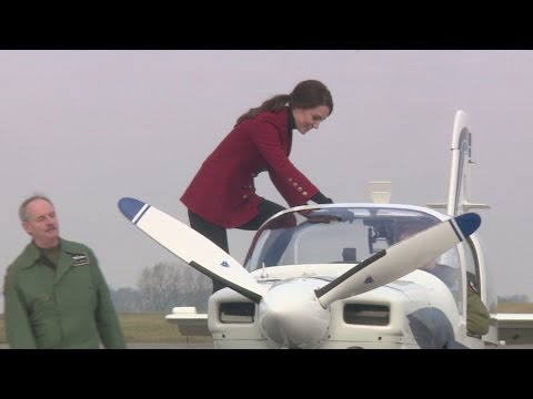 Kate Middleton meets Air Cadets and tries flight simulator