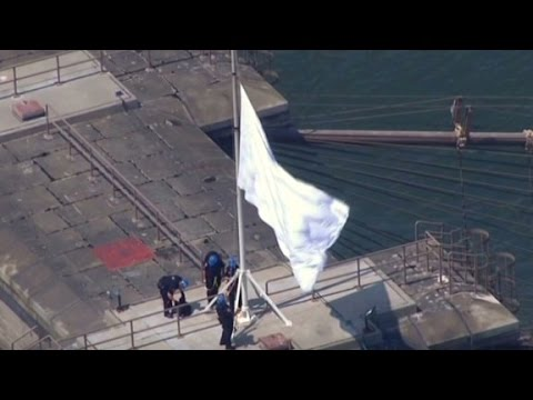 Mysterious white flags fly over Brooklyn Bridge