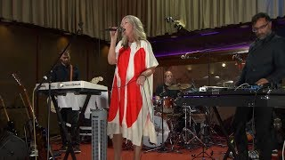 Jane Weaver performs songs from her incredible new album – Modern K...