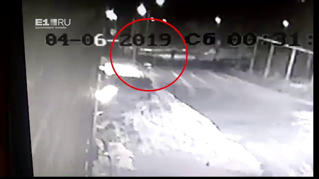 В Белоярском пьяная женщина на Nissan сбила 4 человек, вернулась и сбила снова