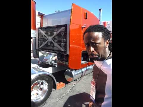 Truck Sound System >> Semi truck with insane sound system at SEMA 2012 - YouTube