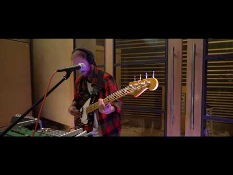 Elder Island - Hotel Beds (Live at Metropolis Studios)