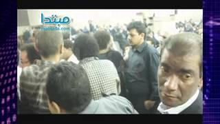 فيديو| محمد منير يظهر فى عزاء «الخال»