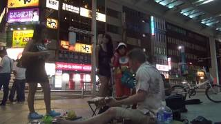 Hot daughter and mother throw trash on the street.  Only in Japan.