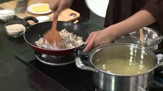 Chương trình dạy nấu món mì ý chay. Hướng dẫn: Nguyễn Dzoãn Cẩm Vân...