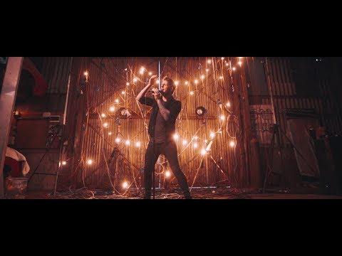 Смотреть клип Led By Lanterns - Disconnected