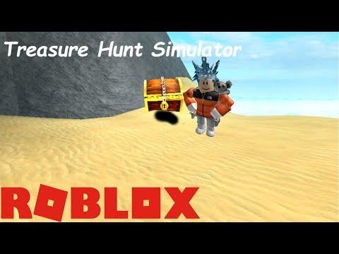 TREASURE HUNT SIMULATOR IN ROBLOX! * DIGGING SAND!*