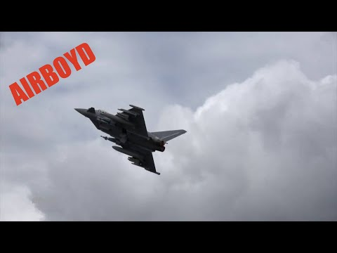 Eurofighter Typhoon Flight Demonstration - Farnborough Airshow 2016 (Tuesday)