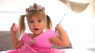 Оливия и Мама примеряют новые платья и открывают игрушки Toy Story 4