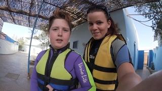 Vlogg | Vågar Leo simma med delfiner?