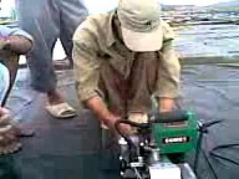 Đồng Lợi hướng dẩn công nhân muối Khánh Hòa sử dụng máy hàn nhựa.