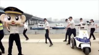 Clip Phát sốt với cảnh sát Hàn Quốc nhảy Running Man