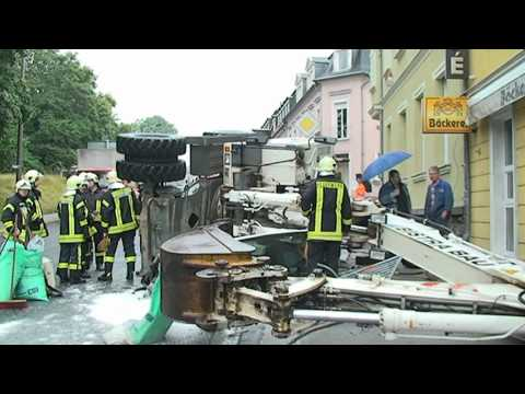 Kamenz - Bagger kippt um und begräbt Fahrer